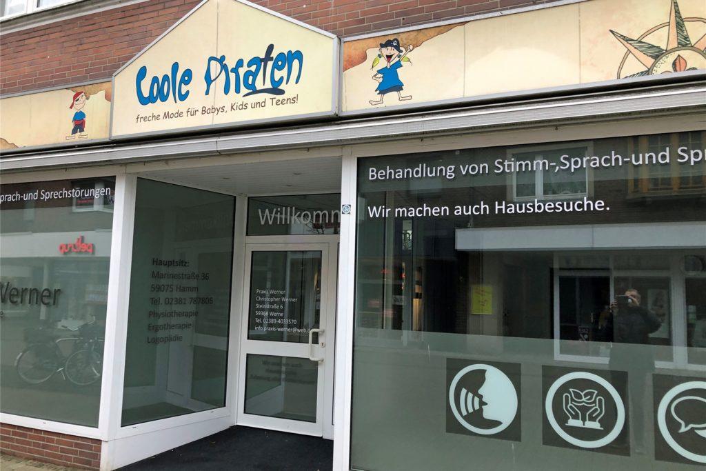 """In die ehemaligen Räume des Quartiersmanagements bzw. des Kindermodengeschäftes """"Coole Piraten"""" ist Logopäde Christopher Werner gezogen."""