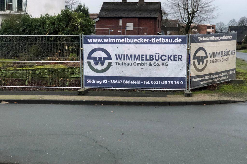 Die Firma Wimmelbücker ist mit dem Abriss des alten Leenders-Wohnhauses an der Ecke Brinkhof/Kettelerstraße beauftragt.