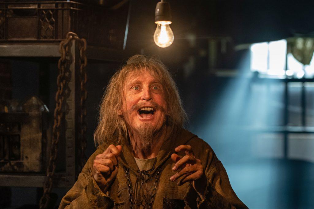 """Otto Waalkes spielt im Film """"Catweazle"""" einen schrulligen Hexer aus dem Mittelalter."""