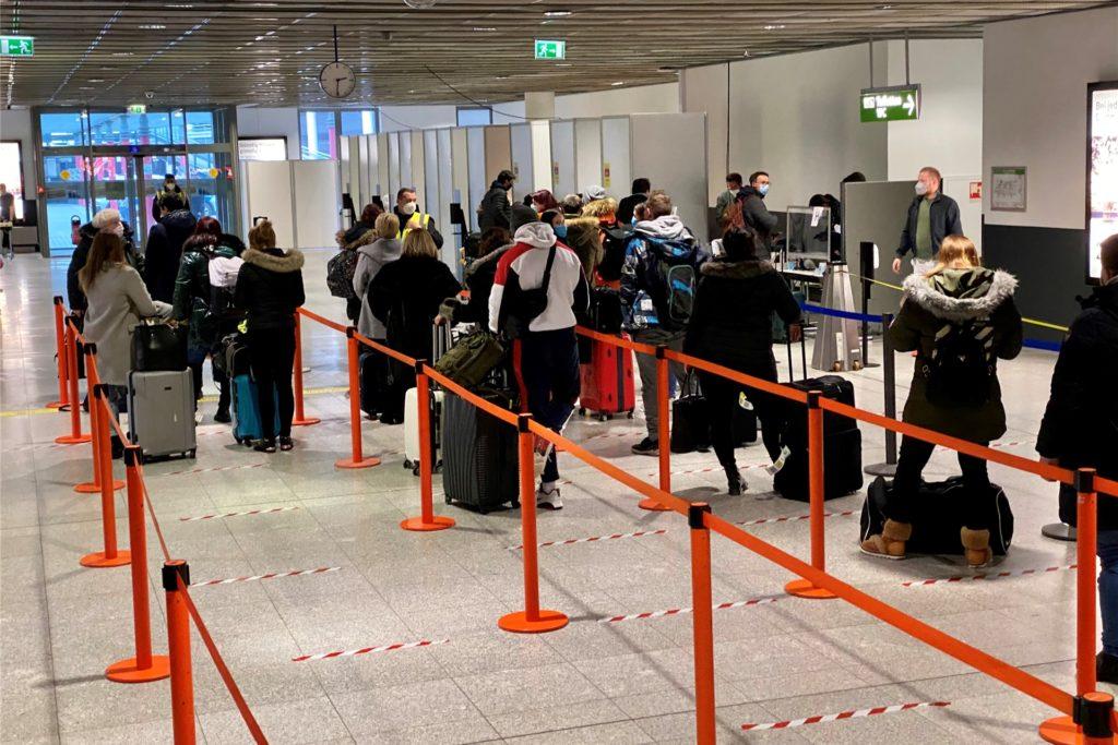 Das Corona-Schnelltest-Zentrum am Flughafen in Dortmund bei geringem Andrang.