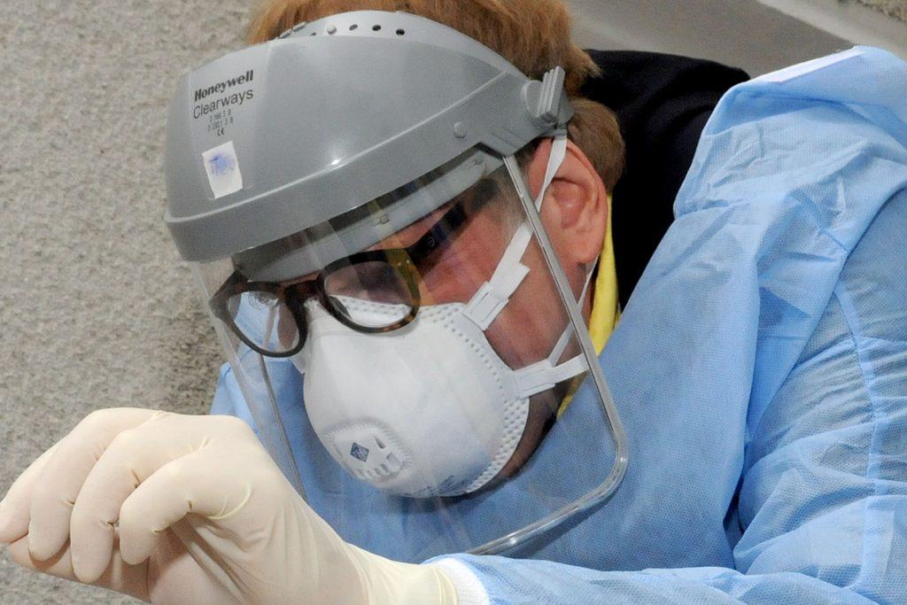 Der Schwerter Hausarzt Theo Spanke leitet als Impfarzt für den Kreis Unna die Immunisierungs-Aktion gegen das Corona-Virus.