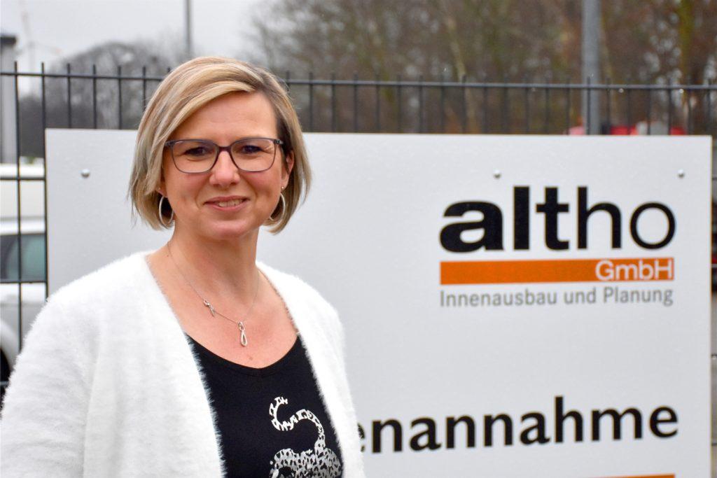 Simone Hesseling (48) von der Firma Altho ist von den schnellen Tests am Mittwoch begeistert. 35 Mitarbeiter wurden per Schnelltest auf eine Infektion mit dem Coronavirus untersucht. Zum Glück waren alle Ergebnisse negativ.