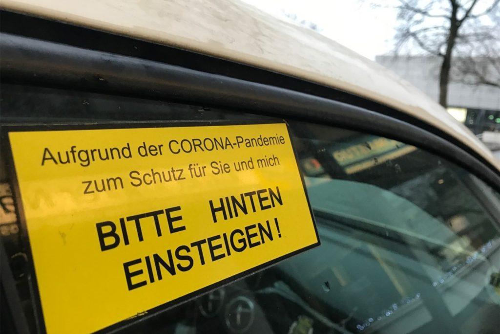 Deutliches Zeichen an der Beifahrertür: Vorne darf nur der Fahrer sitzen.