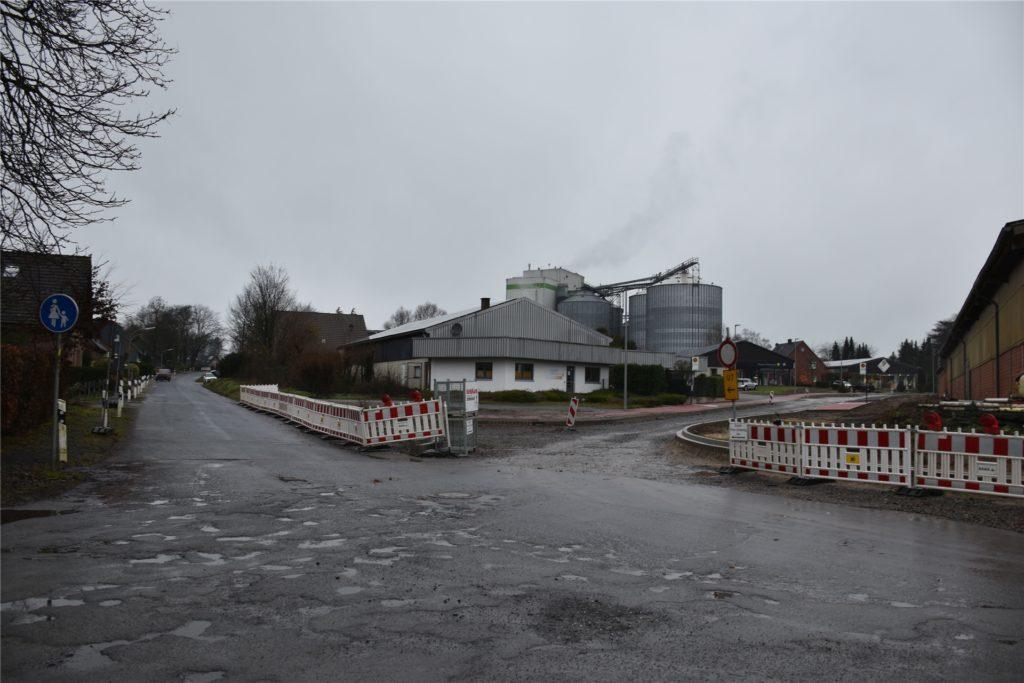 Der Straßenendausbau im Gewerbegebiet Lembeck-West hat bereits begonnen.