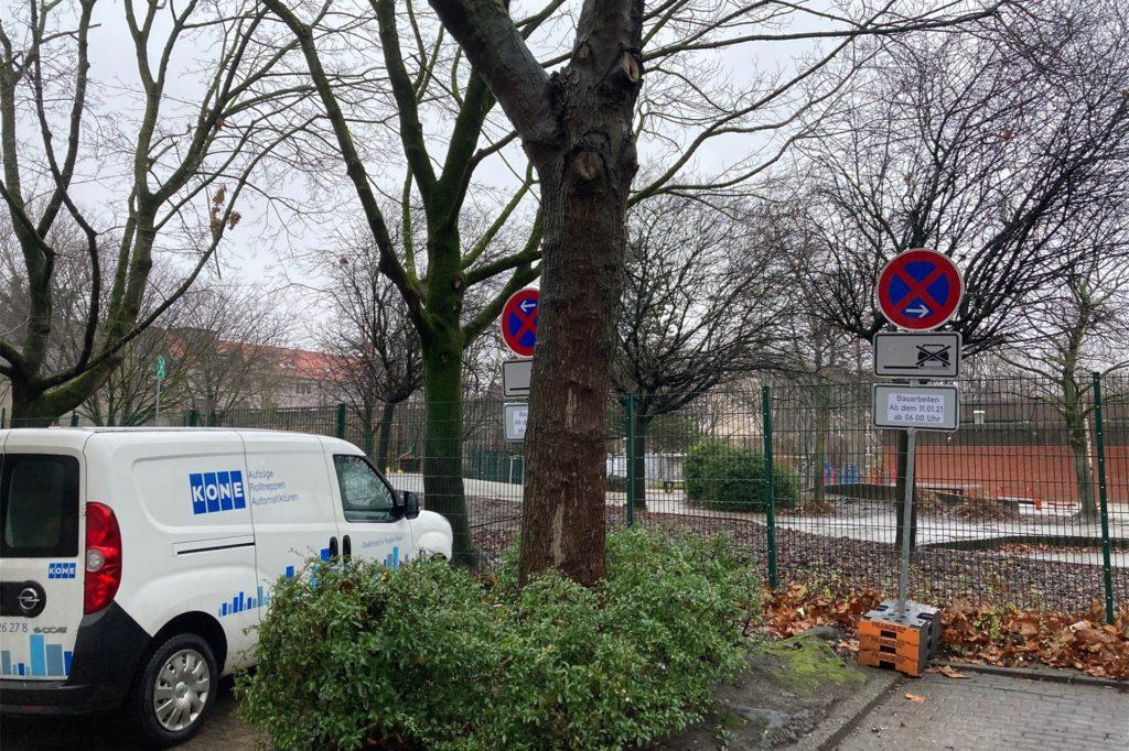 Die Halteverbotsschilder stehen bereits an der Kielstraße.