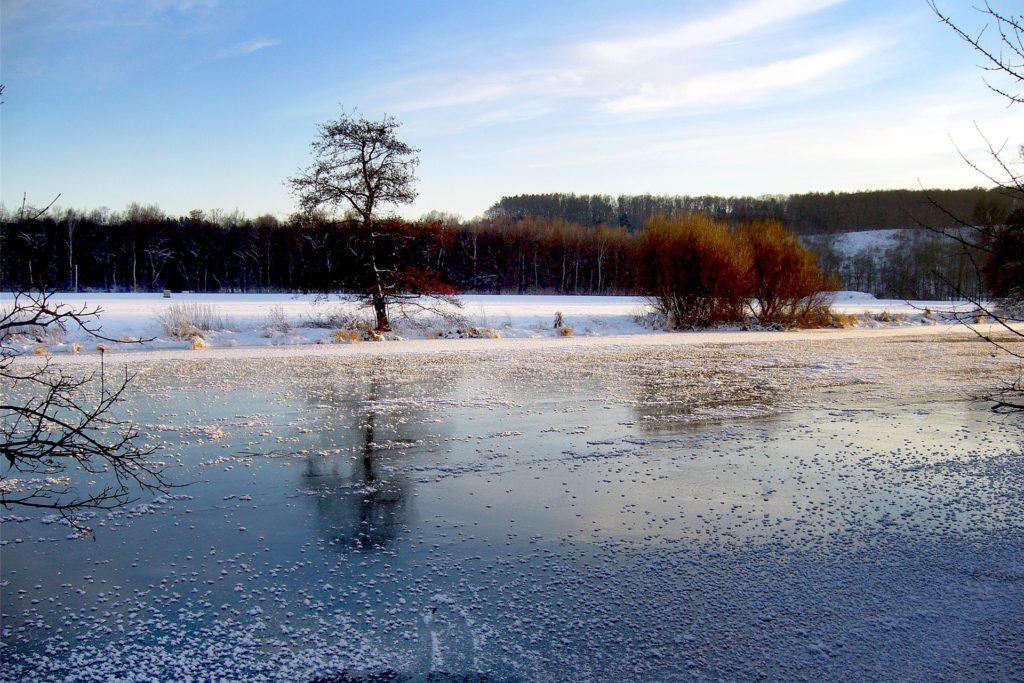 Ein seltenes Schauspiel der Natur: Die zugefrorene Ruhr fotografierte Michael Habinghorst im Januar 2009 am Wellenbad in Geisecke.