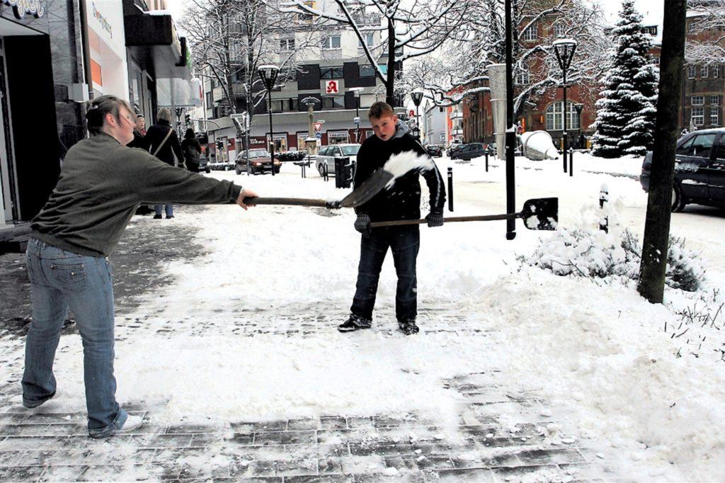 Schneemassen wie selten mussten die Schwerter Anfang Januar 2009 von den Bürgersteigen und Straßen schaufeln.
