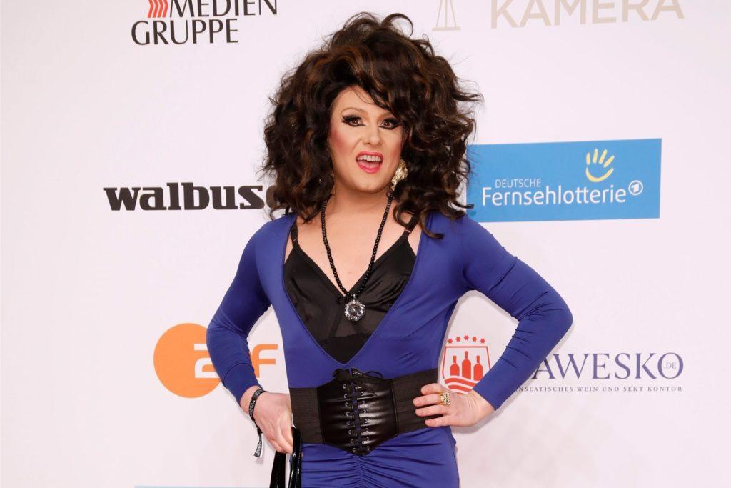 Drag Queen Nina Queer ist auch bei der Dschungel-Show dabei.