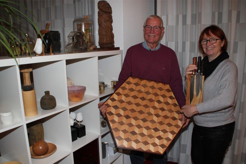 Im Ruhestand steht bei Dr. Goesta Schimanski die Holzschnitzarbeit im Vordergrund. Darüber freut sich auch Ehefrau Gabriele.