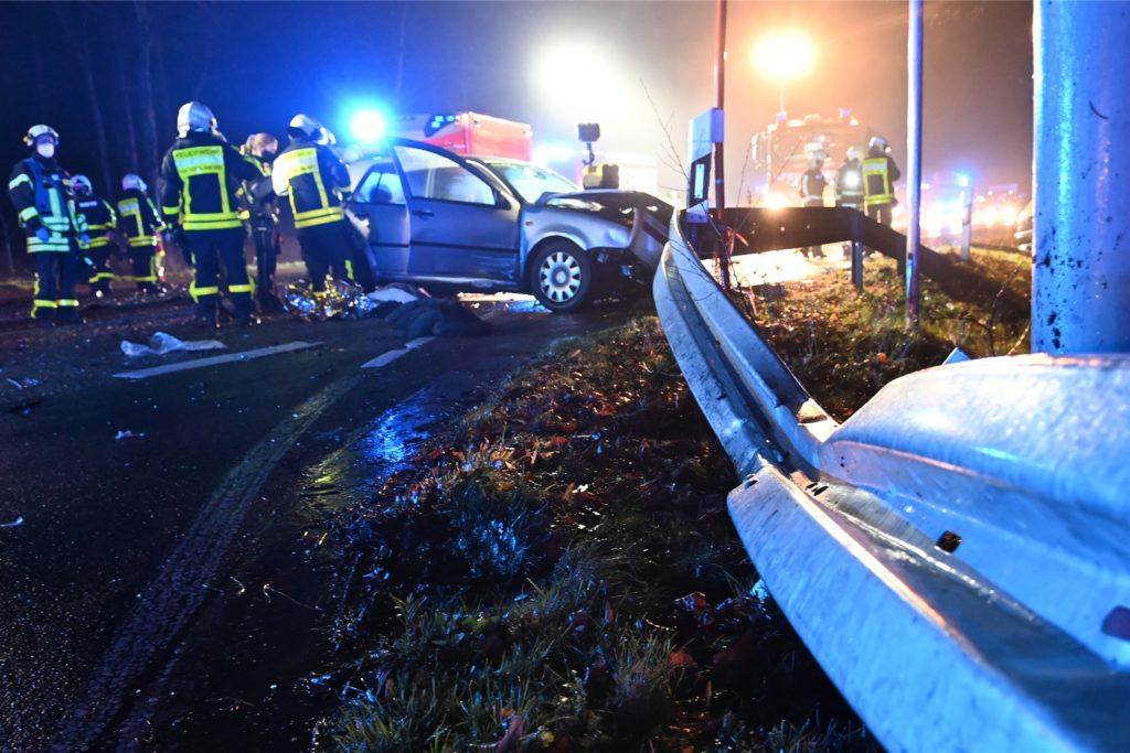 Viele Rettungskräfte kamen den vier Unfallopfern zur Hilfe.