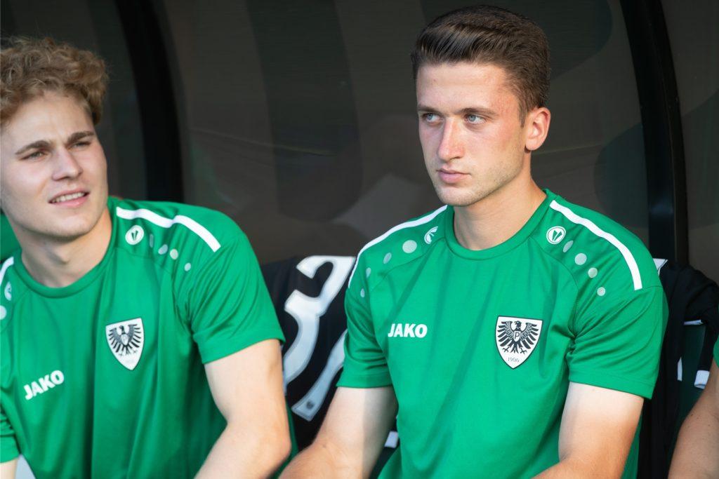 Das Dominik Klann (r.) auf Münsters Ersatzbank Platz nehmen muss, ist seit dieser Saison kaum noch der Fall.