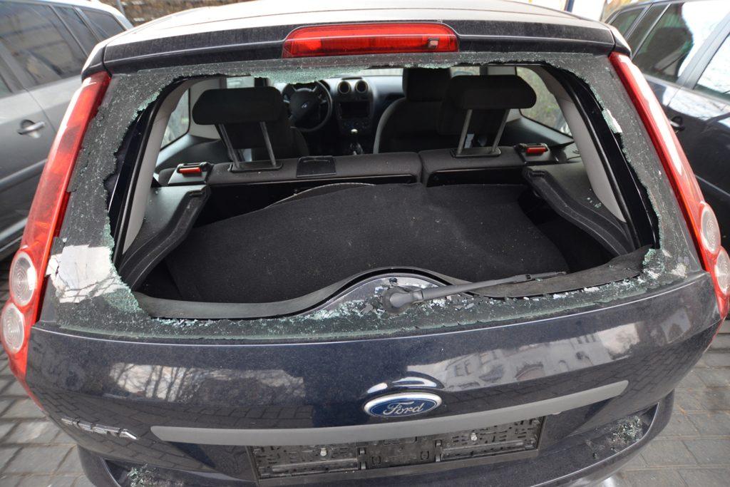 Dieser Ford-Fiesta sorgte am Sonntag für Spekulationen über die Dimension der Ereignisse. Er steht aber in keinem Zusammenhang mit dem Polizeieinsatz.