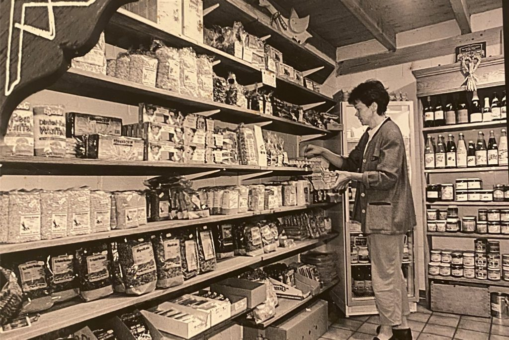 1995 gab es bereits Milchprodukte, Honig und andere Lebensmittel aus dem Bio-Segment im Hofladen zu kaufen.