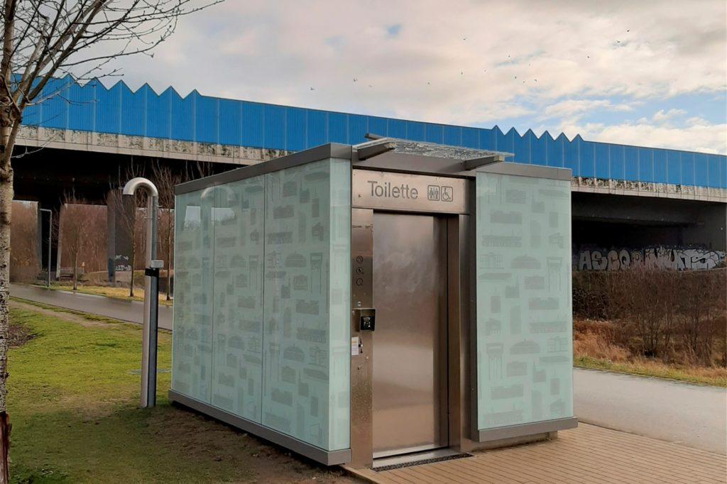 Als bisher einziges der neuen Toilettenhäuschen ist das am Phoenix-See in Betrieb.