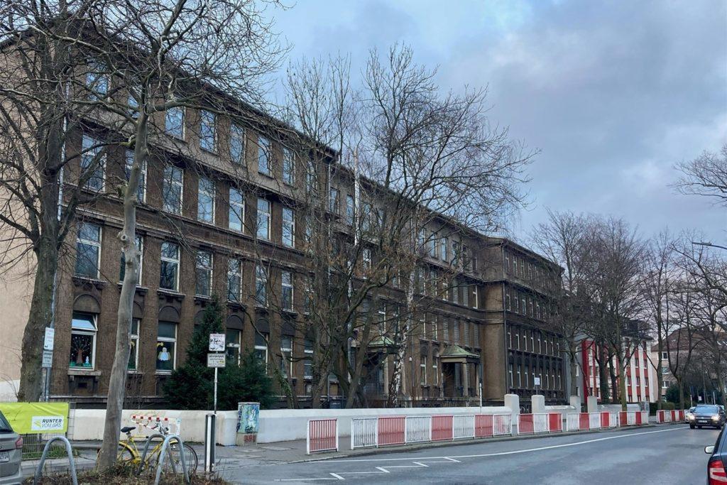 Die Stadt will das alte Gebäude der Kreuz-Grundschule aufgeben.