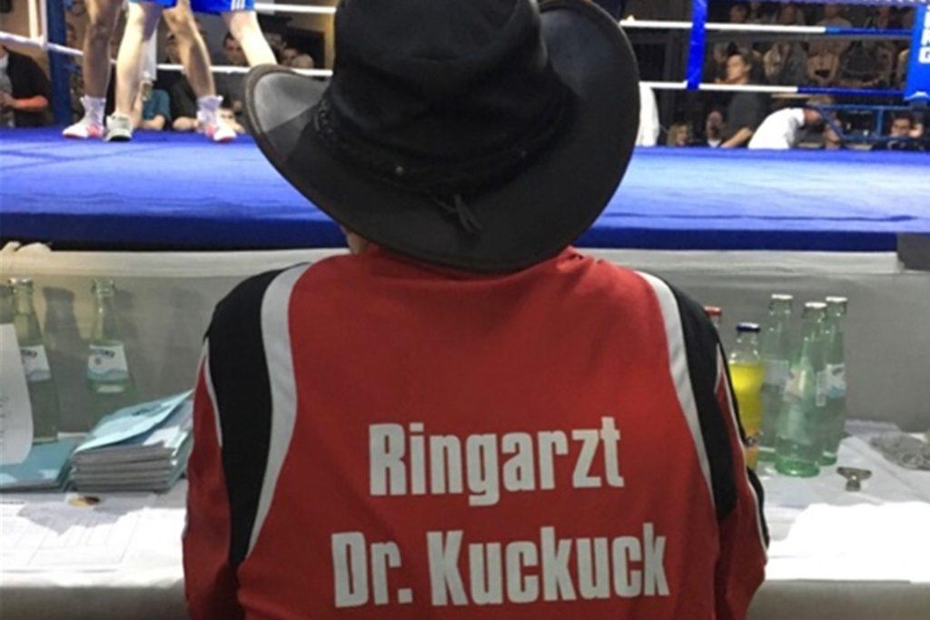 Als Ringarzt betreute Ludwig Kuckuck die Boxer des TV Vreden.