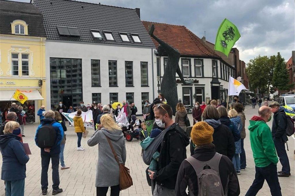 Mit Bannern haben die Klimaschützer in der Vergangenheit am Mahner in Ahaus demonstriert.