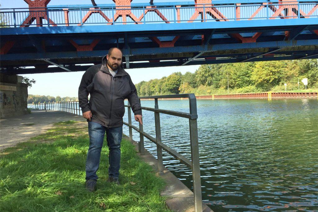 Mario Wiemann aus Bossendorf machte am Kanal die kuriose Entdeckung.