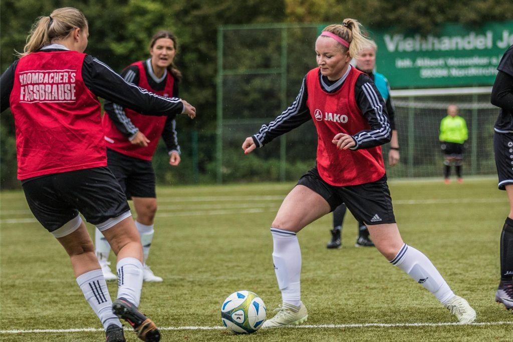 Julia van den Berg bleibt dem FC Nordkirchen wenigstens noch in der kommenden Saison erhalten.