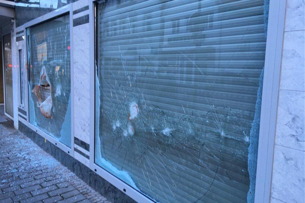 Zwei Scheiben am Juwelier-Geschäft Bleckmann in Werne wurde in der Nacht eingeschlagen.