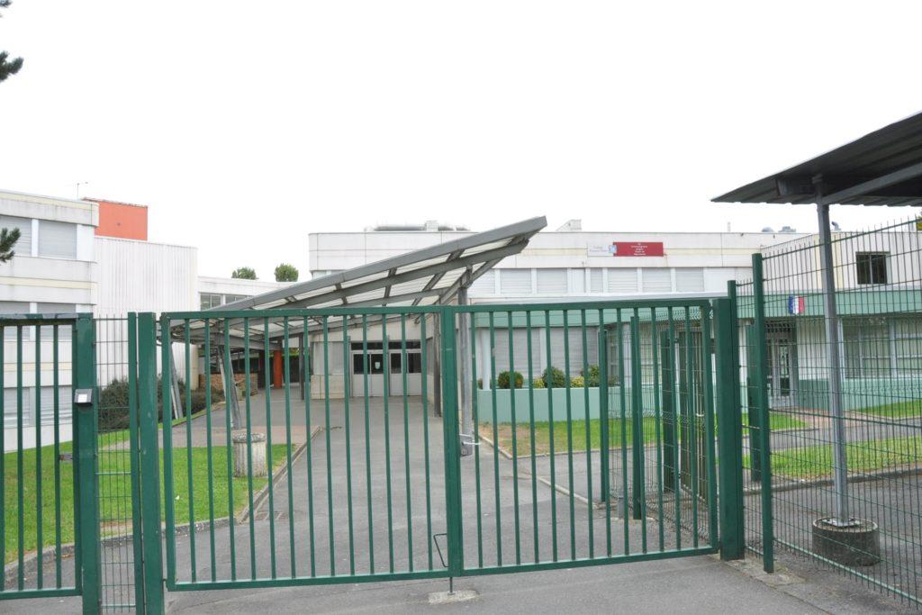 Das College Francois Villon in Walincourt-Selvigny ist geöffnet. Im Gegensatz zu den Schulen in der Partnerstadt Selm.