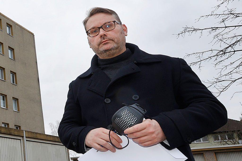 Timon Lütschen sieht die Unterbringung von Leiharbeitern in dem Wohnblock kritisch. Der auch als Grünen-Politiker bekannte Kamener prangert die Arbeitsbedingungen in der Fleischindustrie an.