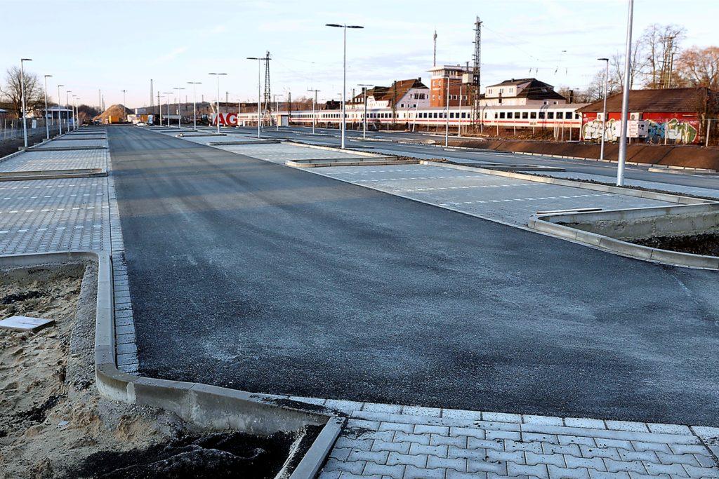 Der Park-& Ride -Parkplatz an der Südseite des Bahnhofs ist zur Hälfte fertig.