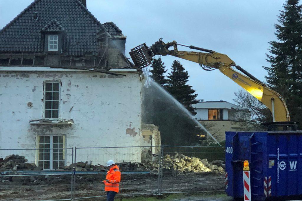 Der Abriss der alten Villa der Familie Leenders am Brinkhof hat begonnen.