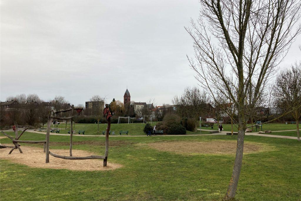 Im Lütgendortmunder Park sind am Mittwochnachmittag bei Nieselwetter nur wenig Menschen anzutreffen.