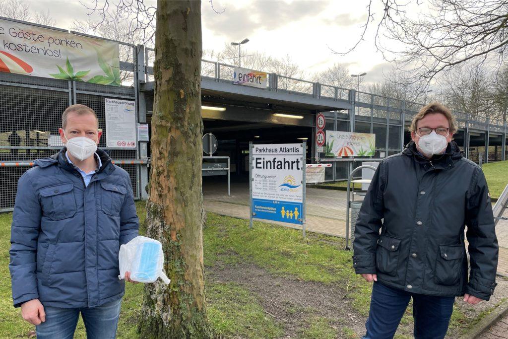 Atlantis-Prokurist Frank Schellhaus (l.) und Geschäftsführer Karsten Meyer hatten sich gut vorbereitet, sodass alles reibungslos vonstatten ging.