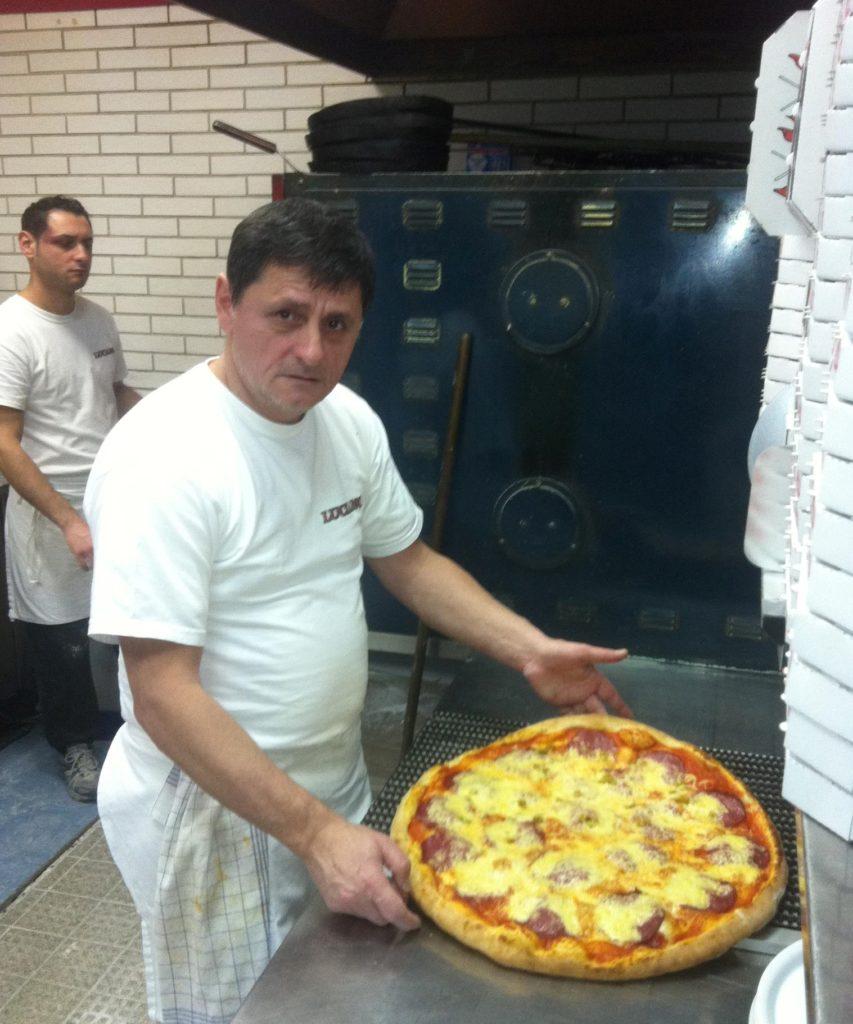 Enrico Fossa backt längst nicht mehr so viele Pizzen wie vor dem Lockdown. Besonders abends bleibt sein Pizzaofen jetzt oft kalt.