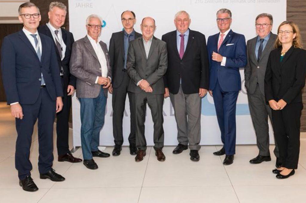 Mathias Redders (5.v.l.) mit Gesundheitsminister Karl-Josef Laumann (6.v.l.) und den Geschäftsführern der Ärztekammern bei seiner Verabschiedung in den Ruhestand.