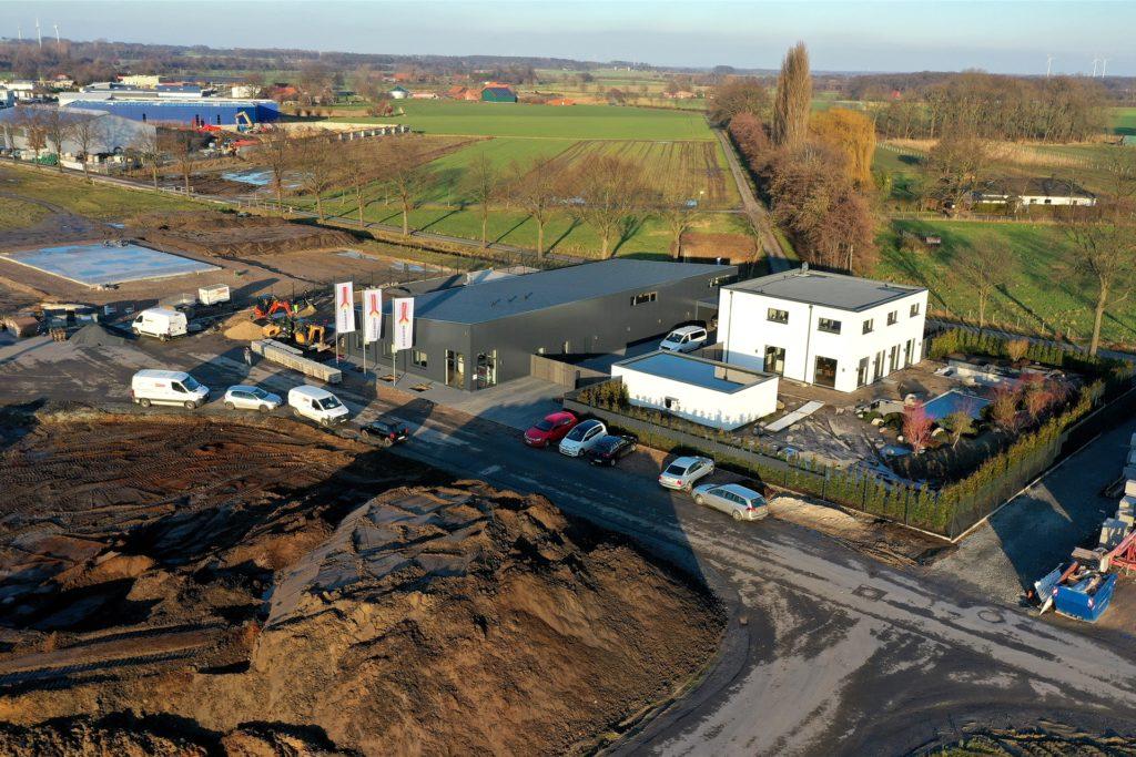 Die ersten Betriebe haben bereits ihren neuen Standort im Olfener Gewerbegebiet bezogen, andere sind hingegen erst bei der Bodenplatte.