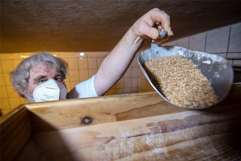 Das Getreide mahlt Markus Breimhorst stets frisch.