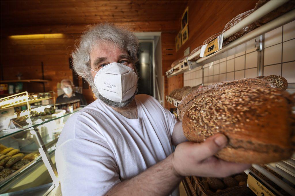 Kunden schätzen die handgemachten Brote aus dem vollen Korn, weil sie gesund sind und sich gut halten.