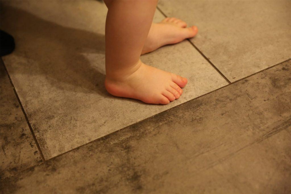 Auch für die kleinsten Füße bringt der Schuh-Express ein passendes Schuhwerk.