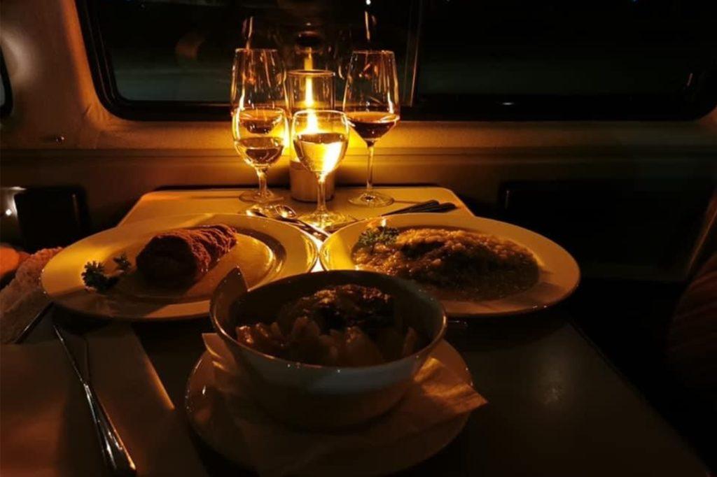 Ein Candle-Light-Dinner in Corona-Zeiten ist beim Dicken Jupp jetzt möglich - wenn Sie ein Wohnmobil besitzen.
