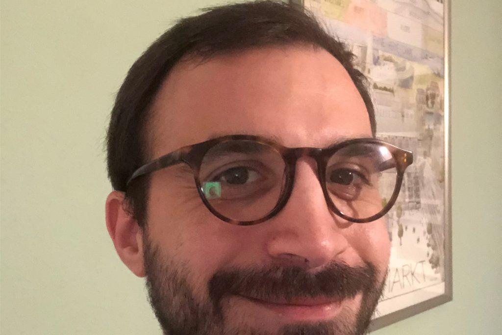 SPD-Ratsherr und Pressesprecher Daniel Djan ist mit seiner Frisur noch zufrieden.