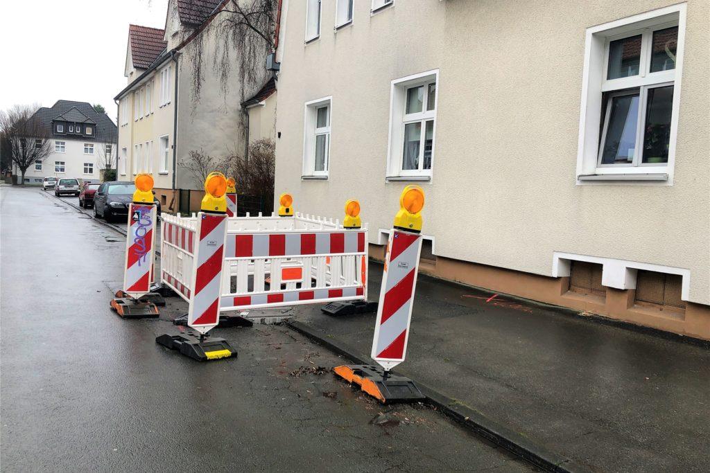 Vor dem Haus der Vonovia-Mieterin befindet sich bereits eine Baustelle. Die Arbeiten sollen am 1. Februar beginnen.