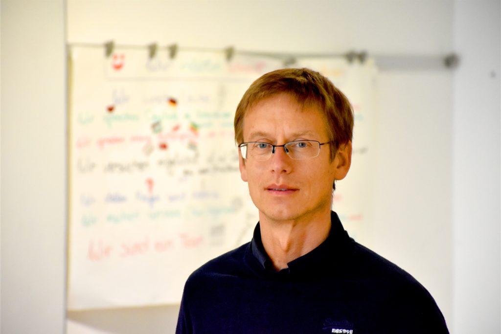 Für Dr. Jürgen Klomfaß überwiegen bei der Zeugnisübergabe die praktischen Gründe.