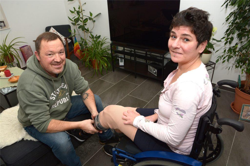 Beide Unterschenkel mussten der 42-Jährigen amputiert werden. Inzwischen kann sie Prothesen nutzen.