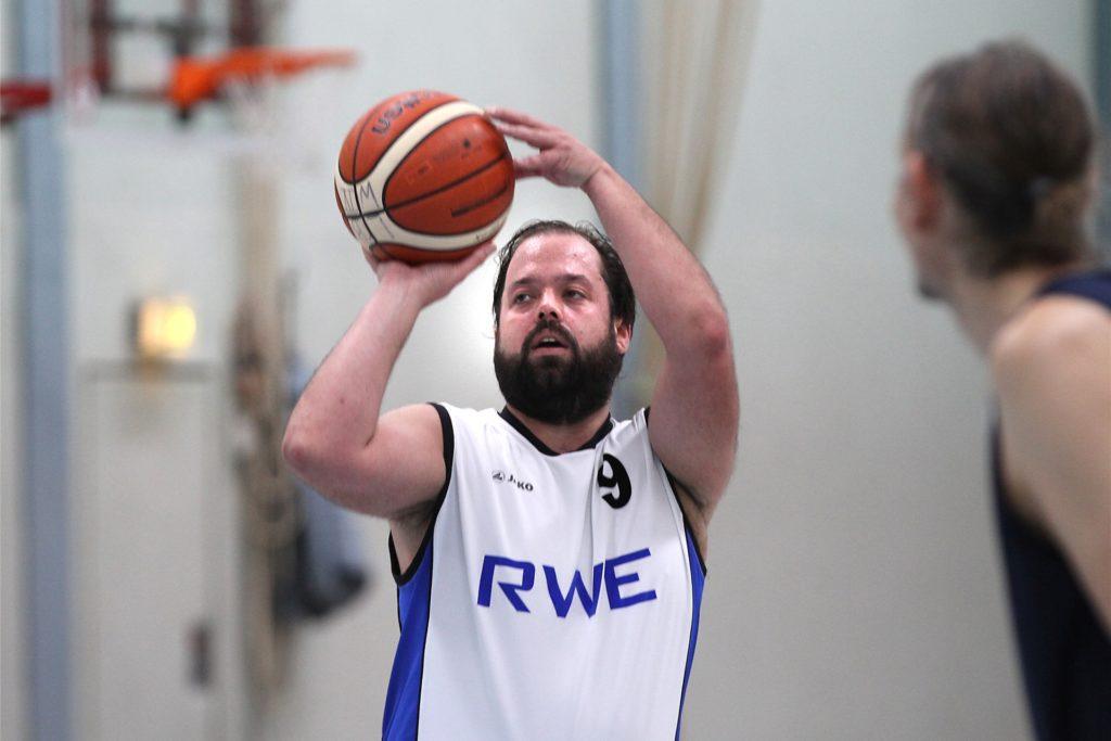 Tim König ist Trainer der dritten Mannschaft, steht aber auch selbst nochmal auf dem Feld.