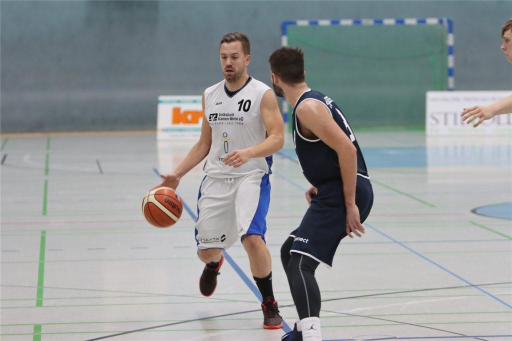 Jan König trainiert die Zweite, spielt dort auch noch, aber hilft auch mal in der ersten Mannschaft aus.