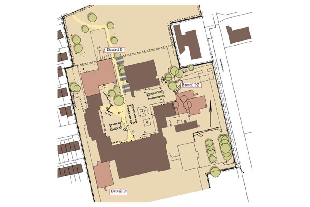 Auf dem Lageplan sind die neuen Anbauten farblich abgesetzt eingezeichnet. Als Bauteil D wird hier der Klassentrakt für die Sekundarstufe I bezeichnet. Bauteil E bezeichnet das dreigeschossige Gebäude, das aktuell gebaut wird.
