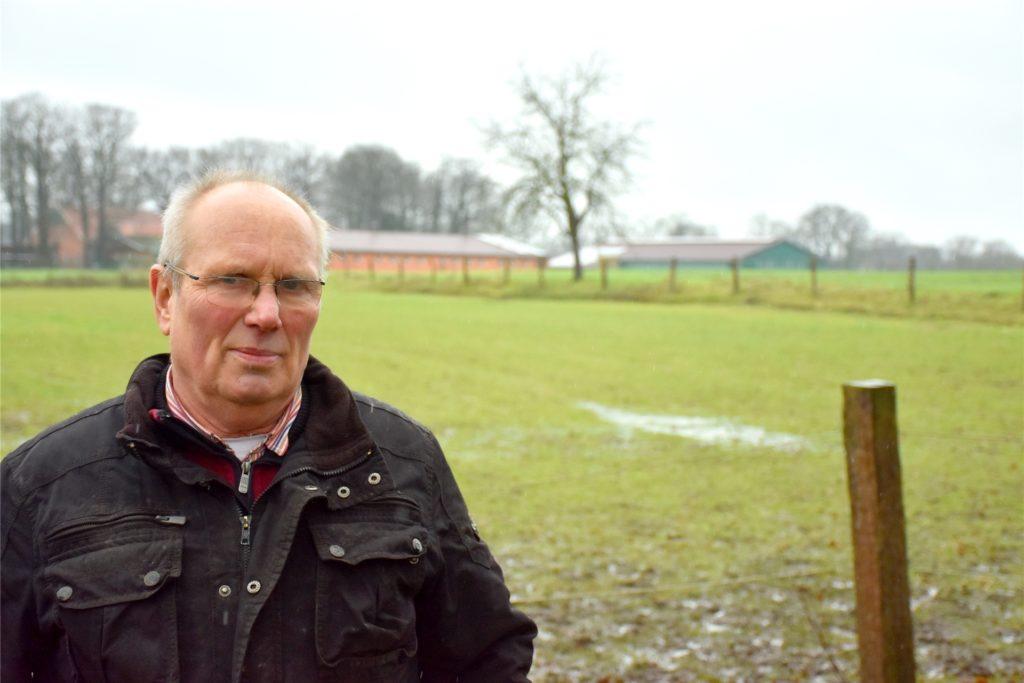 Josef Benkhoff (72) hält Pferde, seit er denken kann. Noch nie habe er so einen Stress wie am Donnerstagmorgen gehabt, sagt er am Mittag, kann aber schon wieder Lachen. Von der Wiese im Hintergrund sind die