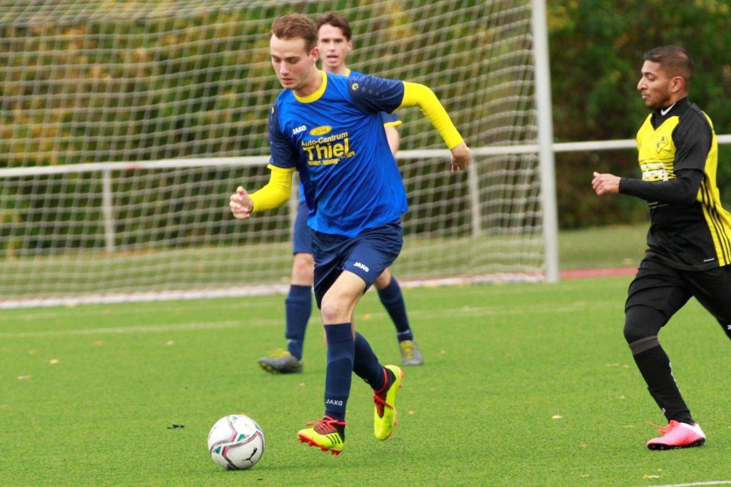 Maximilian Drews (l.), hier noch im Trikot des SV Herbern, wird, sobald wieder gespielt wird, die Farben des Werner SC tragen.