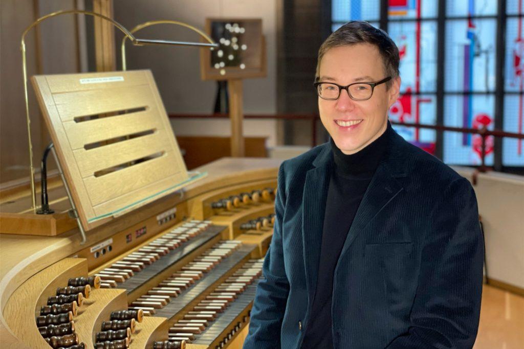 Simon Daubhäußer ist Dekanatskirchenmusiker in Dortmund.
