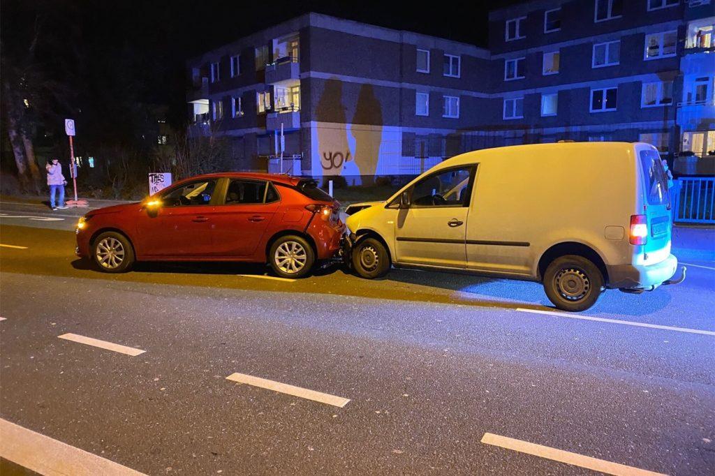 Bei einem Verkehrsunfall in Kirchlinde wurde die Fahrerin eines Opel Corsa leicht verletzt.
