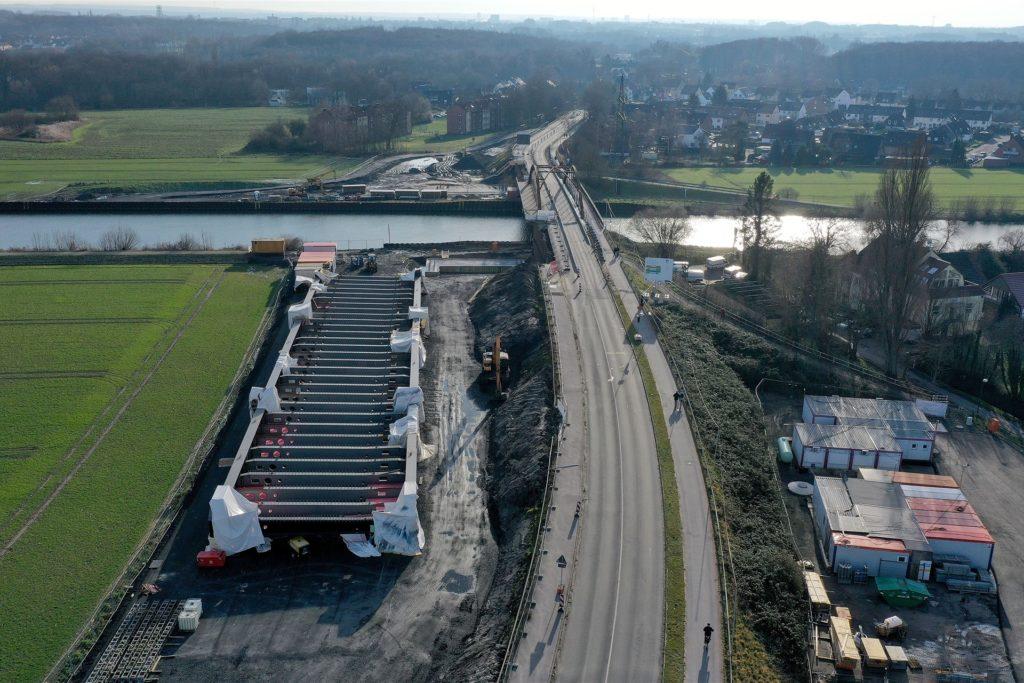 Ein Blick auf die Baustelle der neuen Kanalbrücke Gahmener Straße.