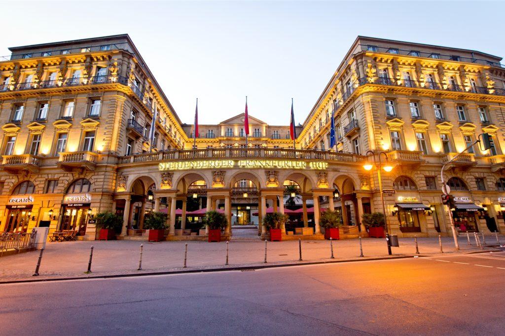 Patrick Bittner arbeitet im Gourmet-Restaurant im Luxus-Hotel Steigenberger Frankfurter Hof.